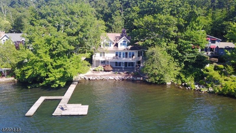 Single Family Homes per Vendita alle ore 24 LAKE END Road Rockaway, New Jersey 07435 Stati Uniti