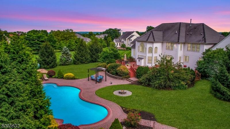 Single Family Homes per Vendita alle ore Raritan, New Jersey 08551 Stati Uniti