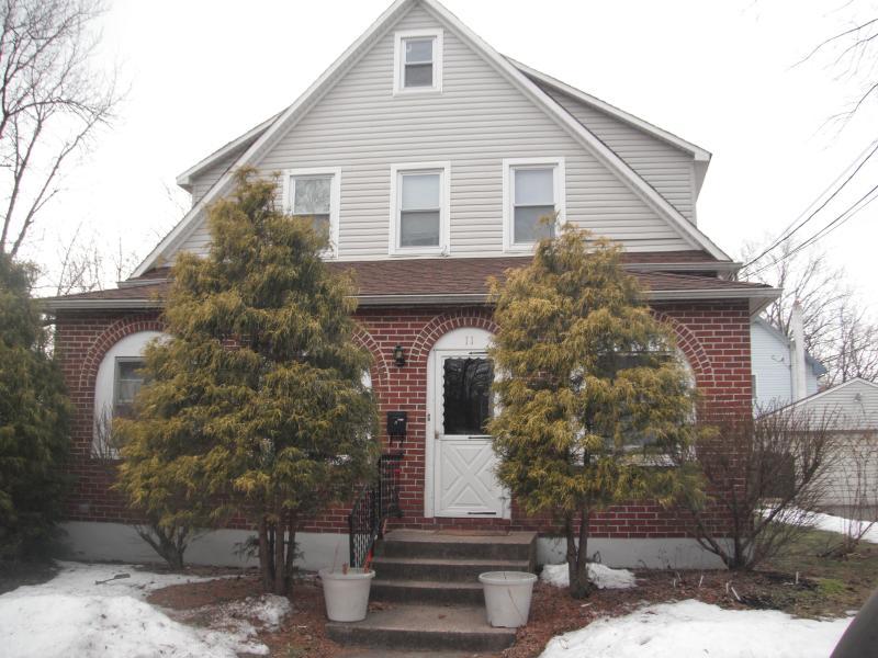 Многосемейный дом для того Продажа на 11 GRIGGS Place Manville, Нью-Джерси 08835 Соединенные Штаты