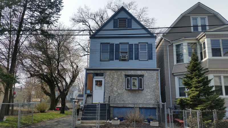 Maison unifamiliale pour l Vente à 27-29 MAPLE Avenue Irvington, New Jersey 07111 États-Unis