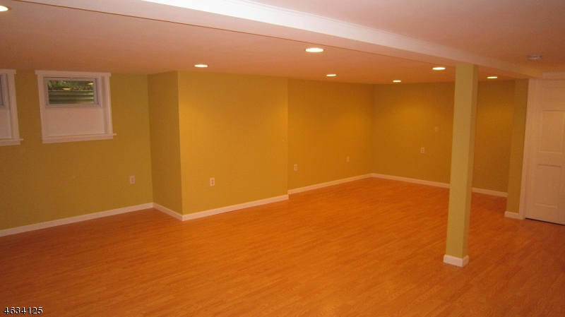 Additional photo for property listing at 2 Martin Place  Chatham, New Jersey 07928 United States