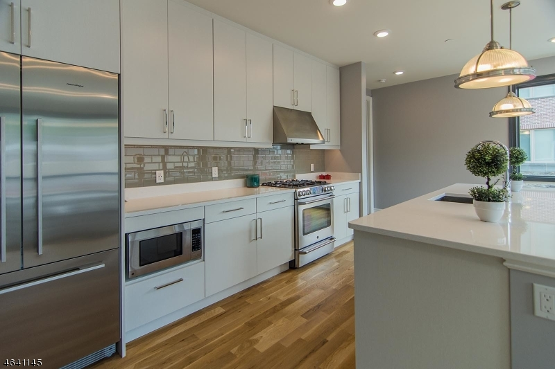 Additional photo for property listing at 15 SOMERSET Lane  Edgewater, Нью-Джерси 07020 Соединенные Штаты