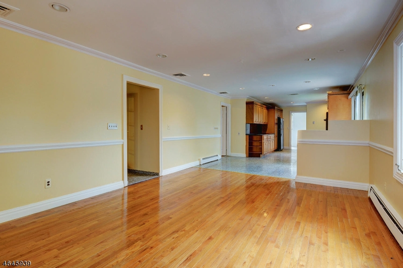 Additional photo for property listing at 43 Pelham Road  Wayne, New Jersey 07470 États-Unis