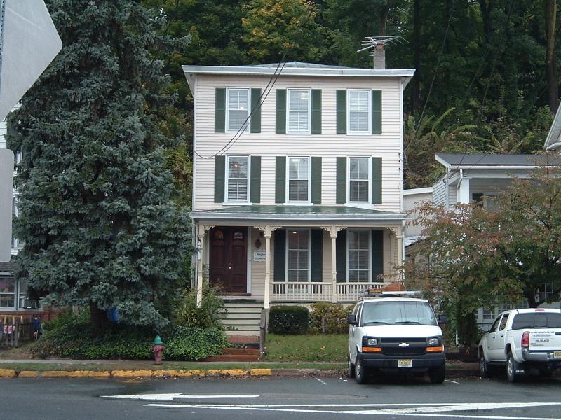 Commercial pour l Vente à 8 W Main Street Clinton, New Jersey 08809 États-Unis