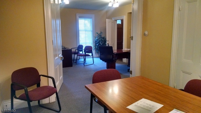 Additional photo for property listing at 8 W Main Street  Clinton, New Jersey 08809 États-Unis
