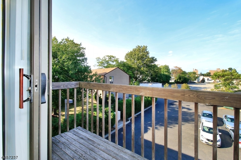 Additional photo for property listing at 2 Honiss Street  Belleville, New Jersey 07109 États-Unis