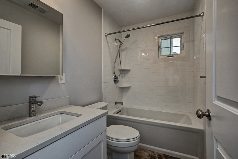 Additional photo for property listing at 404 Lincoln Ave E  Cranford, New Jersey 07016 États-Unis