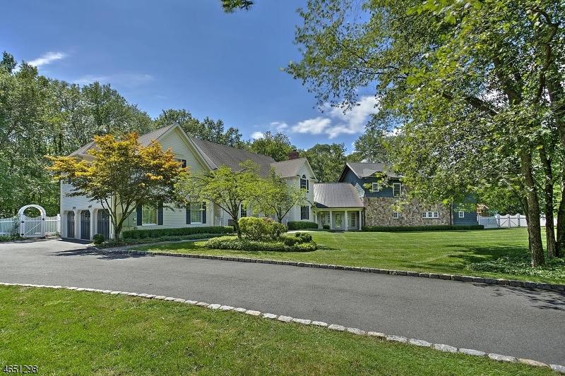 独户住宅 为 销售 在 128 S Stone Hedge Drive 巴思金里奇, 07920 美国