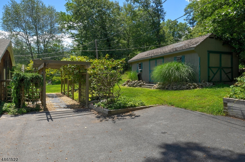 Additional photo for property listing at 225 Millbrook Road  Washington, New Jersey 07882 United States