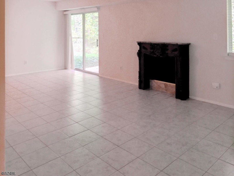 Additional photo for property listing at 22 GARDEN Court  Succasunna, New Jersey 07876 États-Unis