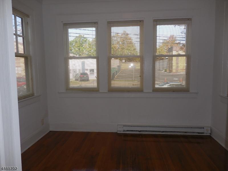 Maison unifamiliale pour l à louer à 232 E 1st Ave, APT 1 Roselle, New Jersey 07203 États-Unis