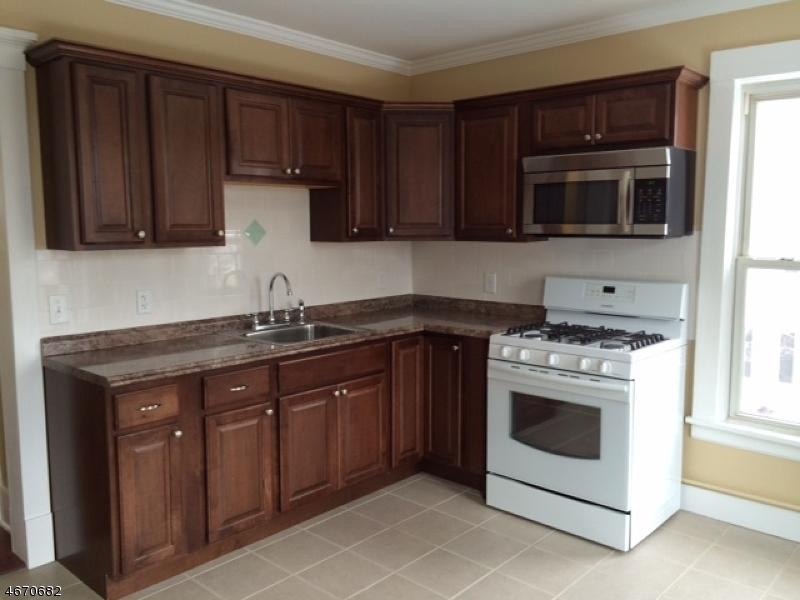 独户住宅 为 出租 在 13 W Somerset St, 13 WALL Raritan, 新泽西州 08869 美国