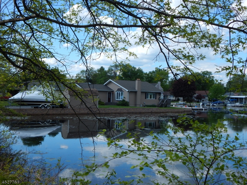 Maison unifamiliale pour l à louer à 8 Benedict Drive Lake Hopatcong, New Jersey 07849 États-Unis