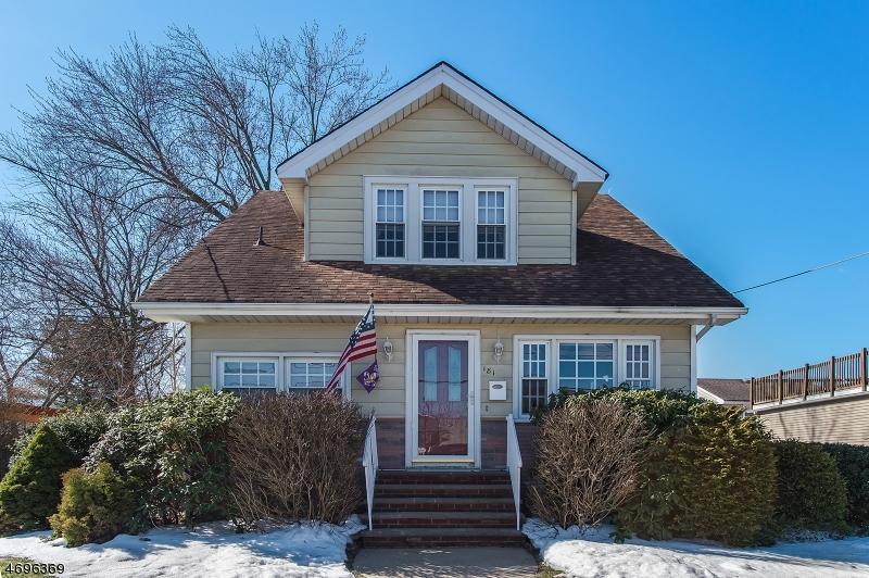 Maison unifamiliale pour l Vente à 181 Clinton Street South Bound Brook, New Jersey 08880 États-Unis