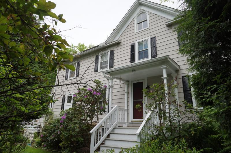 独户住宅 为 销售 在 24 Academy Street Califon, 新泽西州 07830 美国