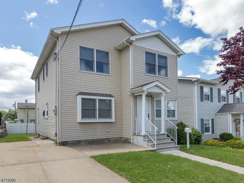 Maison unifamiliale pour l Vente à 470 ROOSEVELT Avenue Lyndhurst, New Jersey 07071 États-Unis