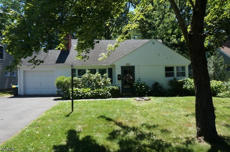 Частный односемейный дом для того Аренда на 74 Garden Avenue Chatham, Нью-Джерси 07928 Соединенные Штаты