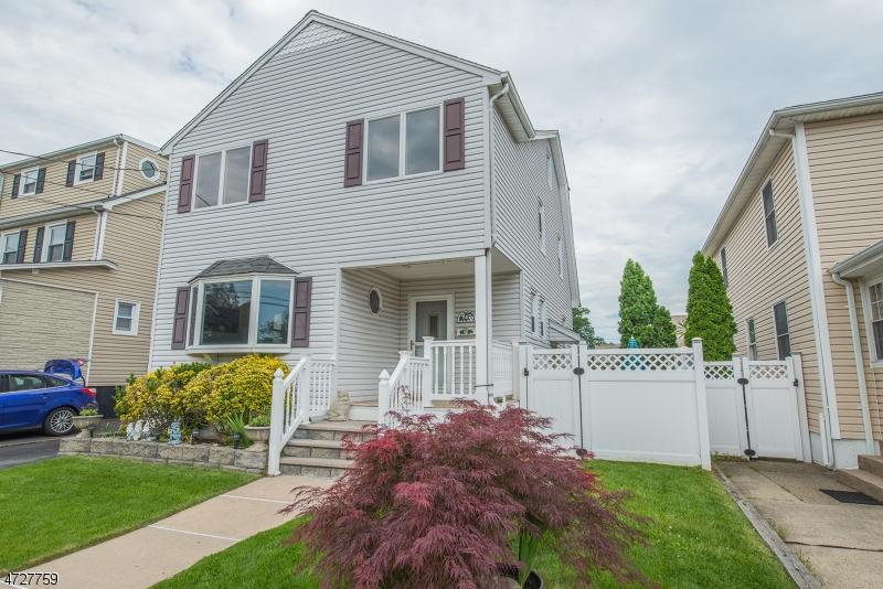 独户住宅 为 销售 在 147 Bradley Avenue 伯根菲尔德, 新泽西州 07621 美国