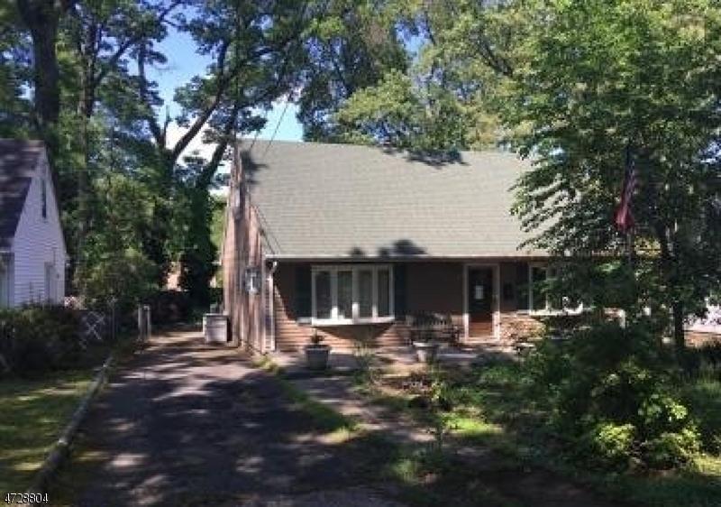 Nhà ở một gia đình vì Bán tại 114 Sunrise Ter Cedar Grove, New Jersey 07009 Hoa Kỳ