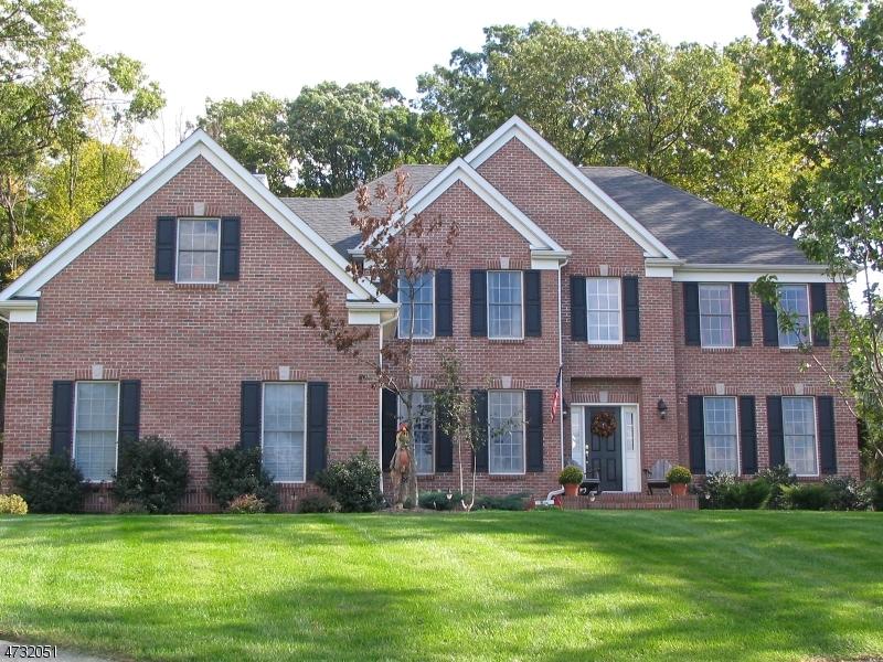 Частный односемейный дом для того Продажа на 1 BRADLEY Court Green Brook Township, Нью-Джерси 08812 Соединенные Штаты