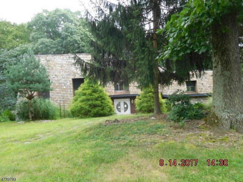 Einfamilienhaus für Verkauf beim 32 Manor Drive Andover Township, New Jersey 07860 Vereinigte Staaten