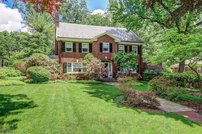 Частный односемейный дом для того Продажа на 425 Twin Oak Road South Orange, Нью-Джерси 07079 Соединенные Штаты