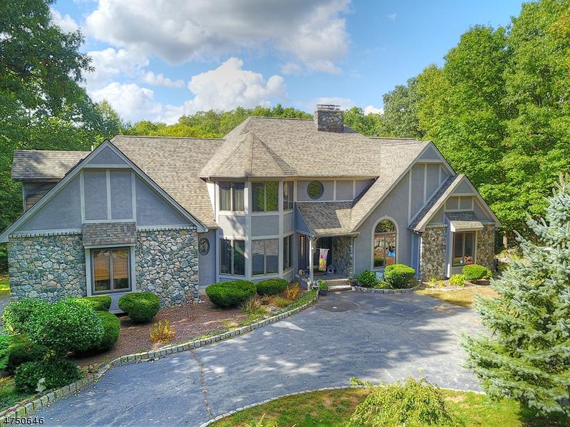 Maison unifamiliale pour l Vente à 84 Pinewood Drive Ringwood, New Jersey 07456 États-Unis