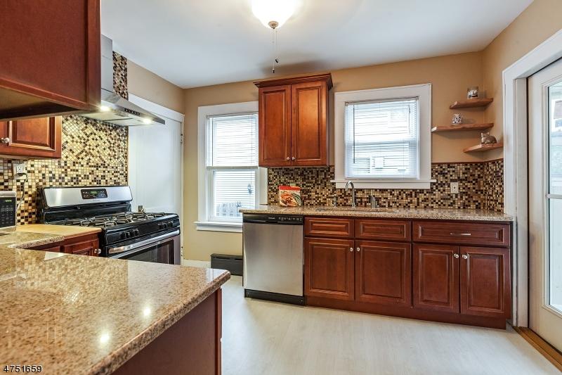 Casa Unifamiliar por un Venta en 209 MADISON Avenue Dunellen, Nueva Jersey 08812 Estados Unidos