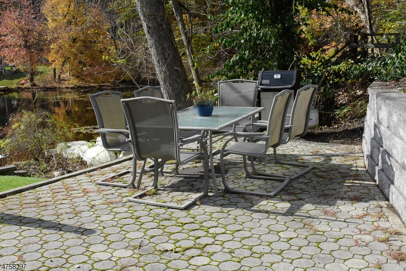 Additional photo for property listing at 19 Laurel Cove Road  Byram Township, New Jersey 07821 États-Unis