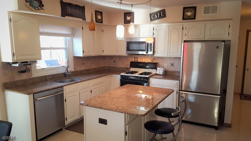 Additional photo for property listing at 7 Indian Run Road  Washington, Нью-Джерси 07853 Соединенные Штаты