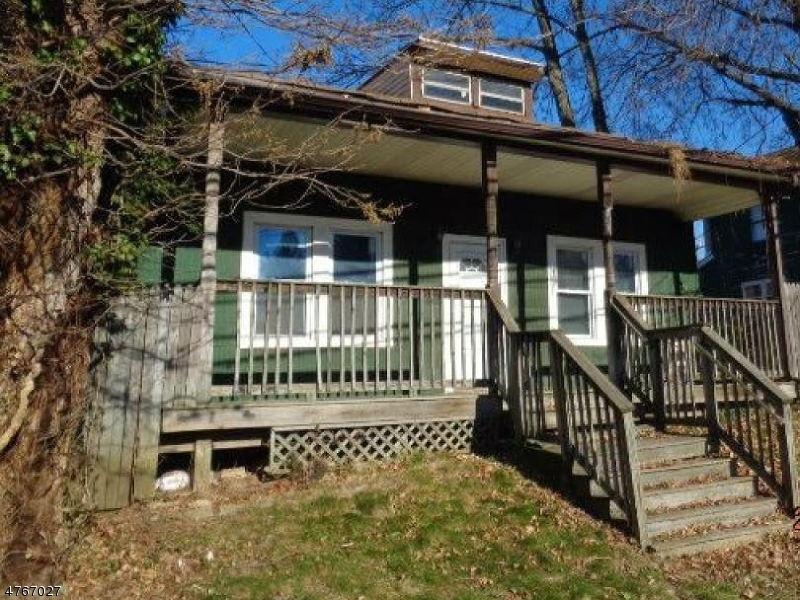 独户住宅 为 销售 在 72-74 EMELINE Avenue 72-74 EMELINE Avenue Hamilton Township, 新泽西州 08610 美国