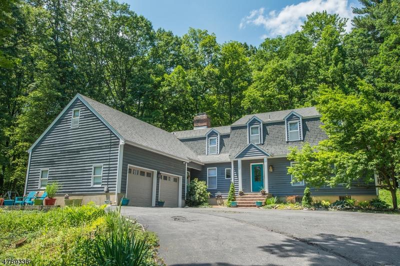 Maison unifamiliale pour l Vente à 210 Emmans Road Roxbury Township, New Jersey 07836 États-Unis