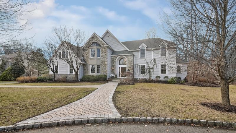 Maison unifamiliale pour l Vente à 5 Lucy Court Pequannock, New Jersey 07444 États-Unis
