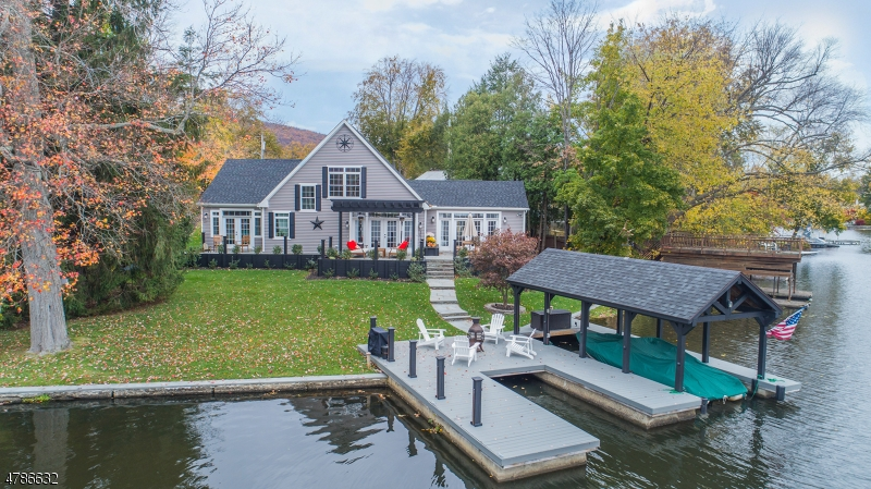 Single Family Home for Sale at 34 Linden Avenue Greenwood Lake, New York 10925 United States