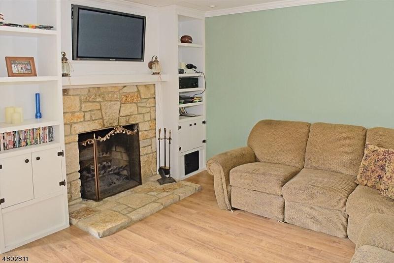 Additional photo for property listing at 909 Walnut Drive  Stillwater, 新澤西州 07875 美國