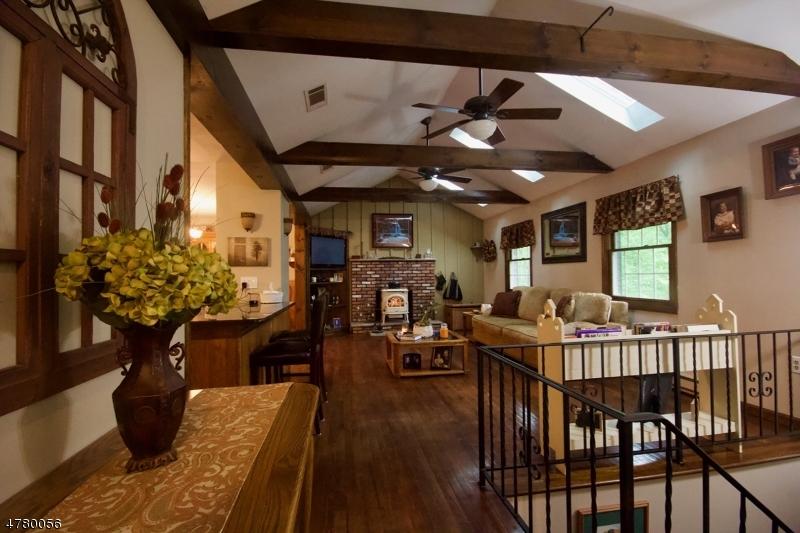 Maison unifamiliale pour l Vente à 746 W Shore Trail Byram Township, New Jersey 07871 États-Unis