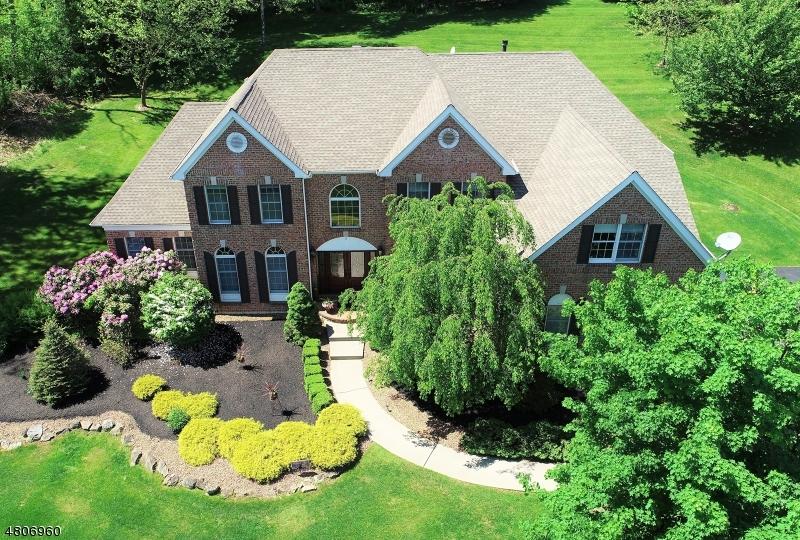 独户住宅 为 销售 在 11 Old Schoolhouse Road 阿斯伯里, 新泽西州 08802 美国
