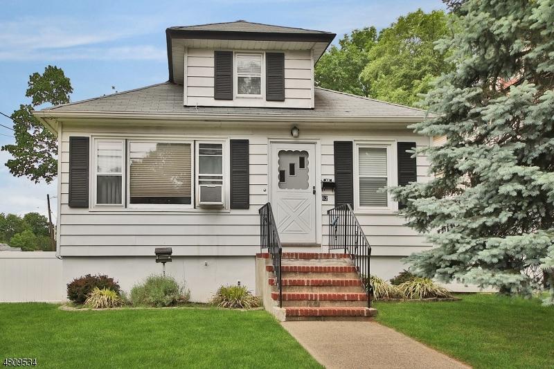 独户住宅 为 销售 在 62 CLINTON Street 爱默生, 新泽西州 07630 美国