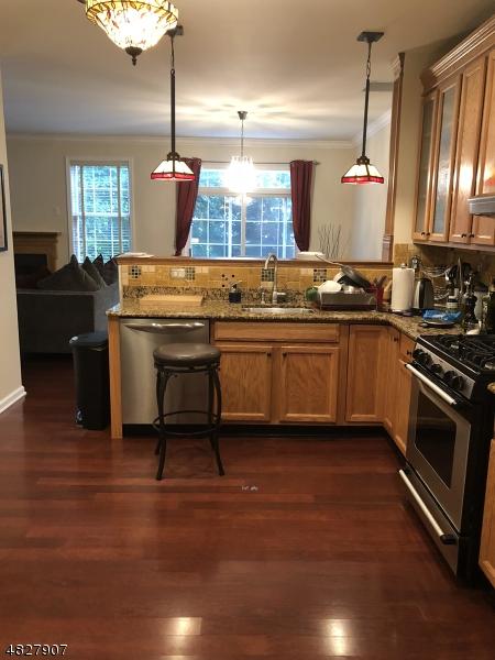 Condo / Casa geminada para Arrendamento às 63 George Russell Way Clifton, Nova Jersey 07013 Estados Unidos