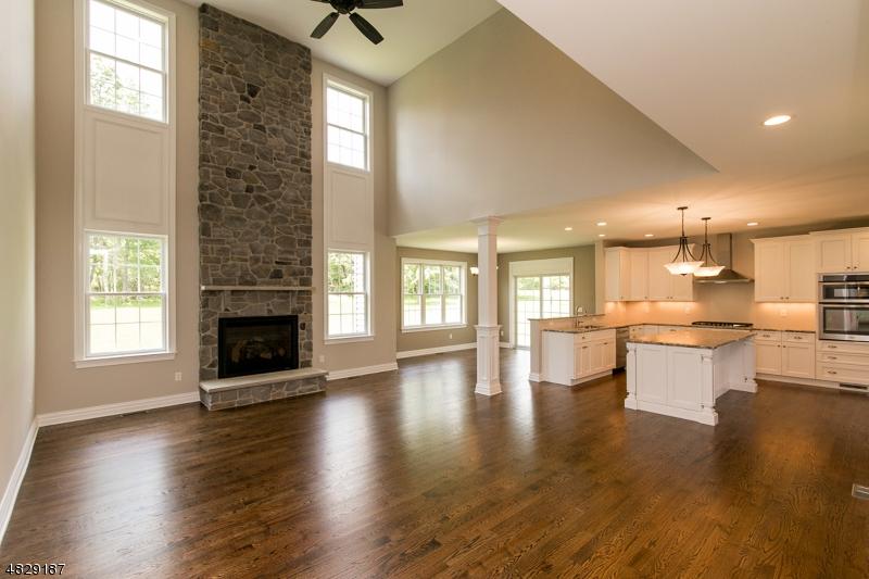 Частный односемейный дом для того Продажа на 15 ROBIN HILL WAY Raritan, Нью-Джерси 08551 Соединенные Штаты