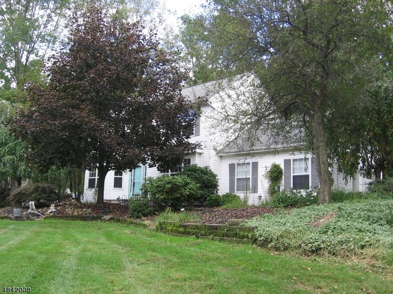 Nhà ở một gia đình vì Bán tại 33 AUTUMN Drive Mine Hill, New Jersey 07803 Hoa Kỳ