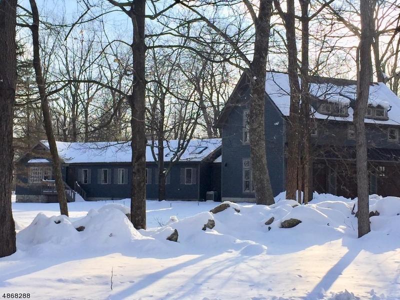 Casa Unifamiliar por un Venta en 77 SLIKER Road Lebanon, Nueva Jersey 08826 Estados Unidos