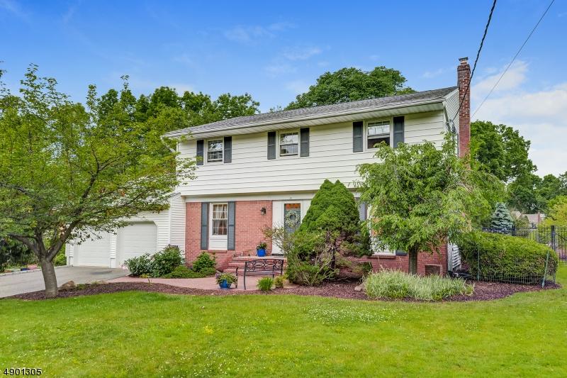 Single Family Homes للـ Sale في Roseland, New Jersey 07068 United States