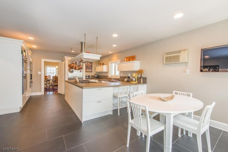 Single Family Homes per Vendita alle ore Caldwell, New Jersey 07006 Stati Uniti