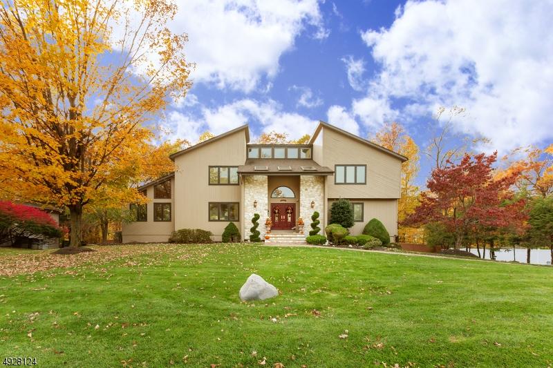 Single Family Homes pour l Vente à Cedar Grove, New Jersey 07009 États-Unis