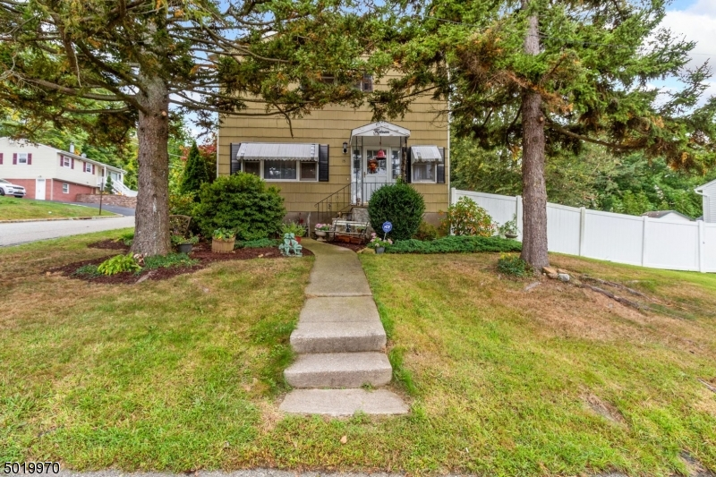 Single Family Homes のために 売買 アット Dover Township, ニュージャージー 07801 アメリカ