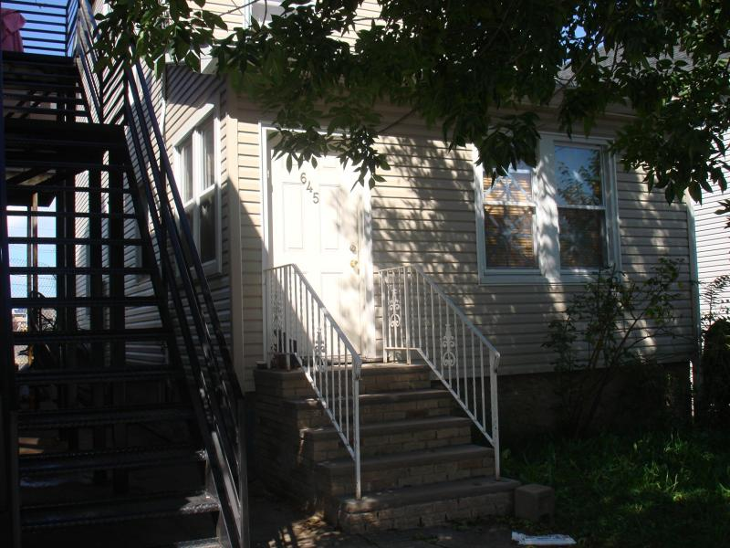 Additional photo for property listing at 645-649 GARDEN Street  Elizabeth, New Jersey 07208 États-Unis