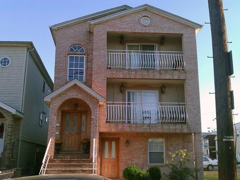Casa Multifamiliar por un Venta en 249 2nd Street Elizabeth, Nueva Jersey 07206 Estados Unidos
