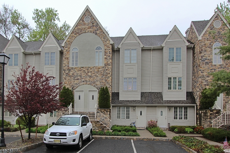 Additional photo for property listing at 7 Wren Court  Berkeley Heights, New Jersey 07922 États-Unis