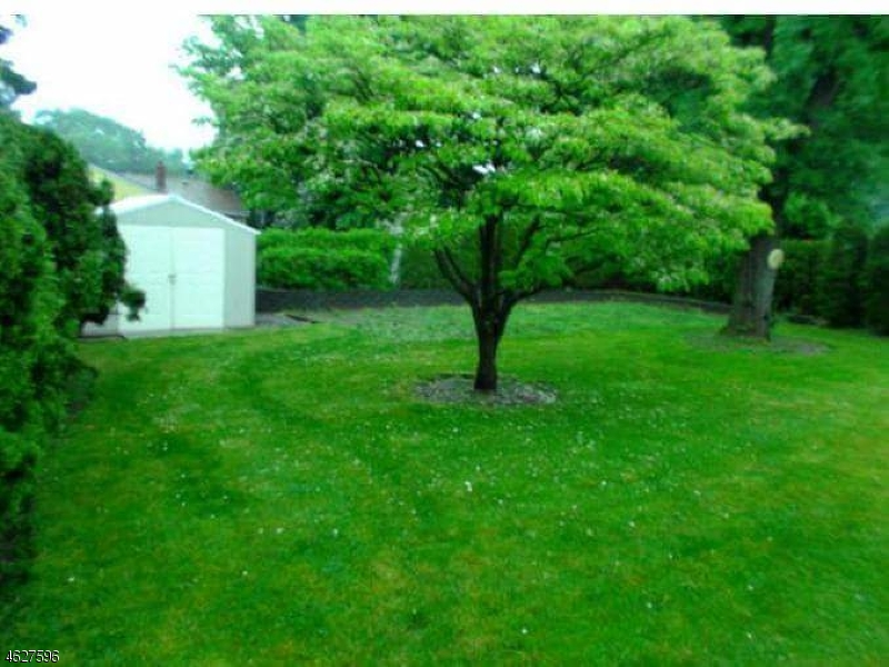 Additional photo for property listing at 34 Calstan Place  Clifton, New Jersey 07013 United States